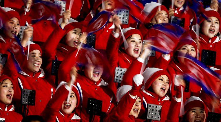 Noord-Koreaanse supporters in het Olympisch Stadion bij de openingsceremonie. Beeld ANP