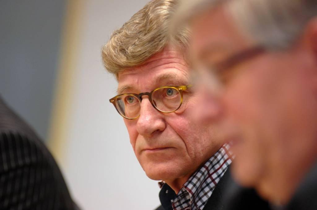 Voorzitter Arie Tabeling van de Dongense Stichting Donckhuys, met op de voorgrond wethouder Ad van Beek. foto Jan Stads/Pix4Profs