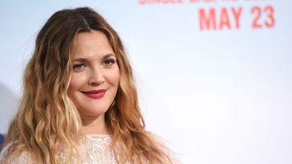 """Drew Barrymore koopt enkel designerkleding in de solden: """"Ik wil die hoge prijzen anders gewoon niet betalen"""""""