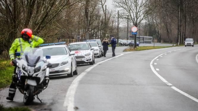 """Extra grenscontroles in West-Vlaanderen na corona-uitbraak in Duinkerke: """"Ga nu niet winkelen in Frankrijk"""""""