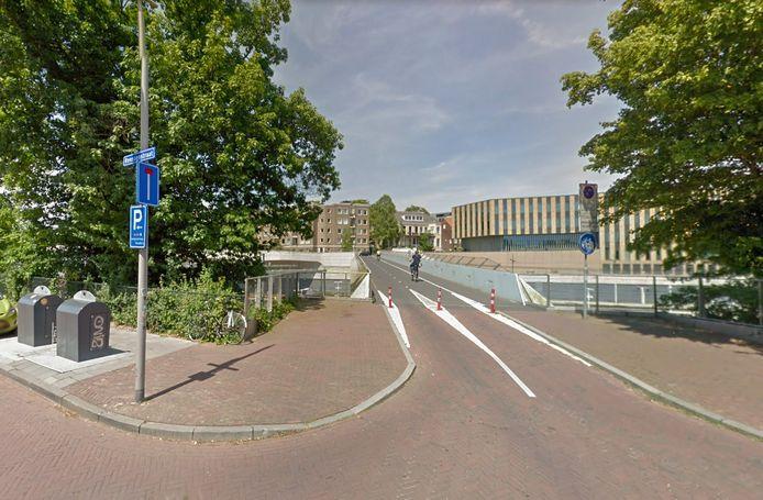 De Bovenbrug achter station Arnhem Centraal.