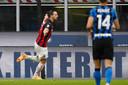 Zlatan Ibrahimovic juicht na een doelpunt tegen Inter.