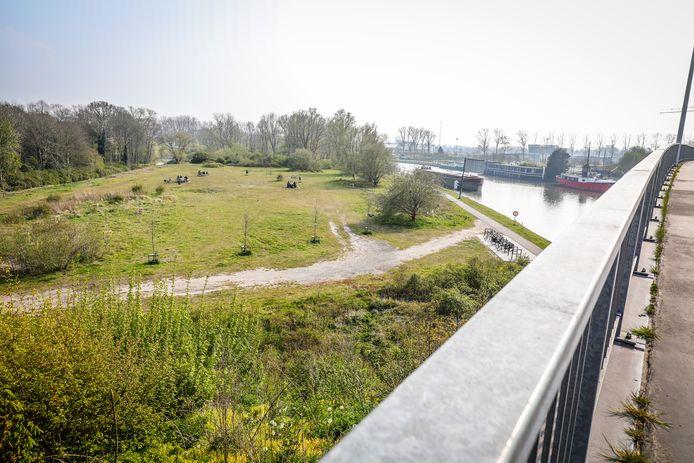 Ook dit is een voorgestelde locatie voor een pop-upbar: het eilandje aan de Hoge Katelijnebrug.