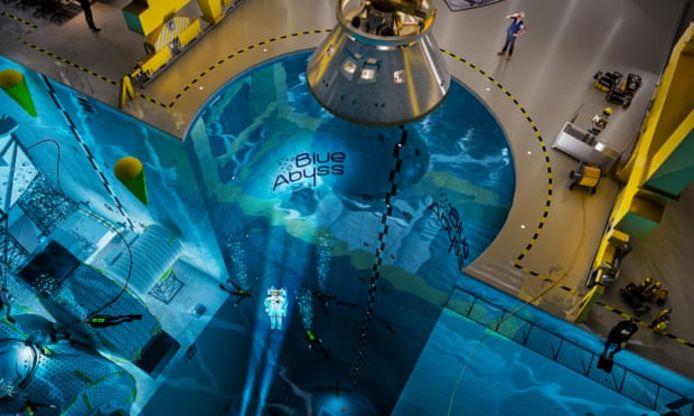 Computerillustratie van het diepste zwembad ter wereld, Blue Abyss, dat mogelijk in het Britse Newquay in Cornwall wordt gebouwd.