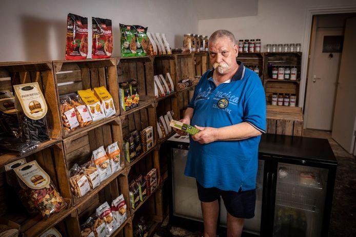 Koos Scheper uit Overdinkel begint volgende week in het pand van voorheen Paultje´s Elektronica een delicatessenwinkel.