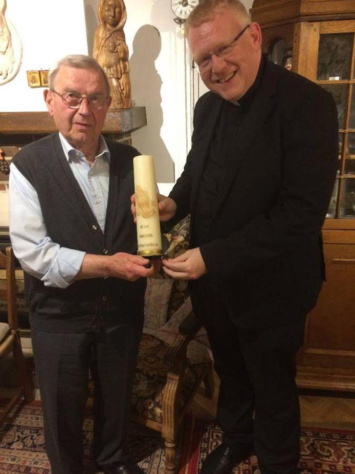 Op donderdag 25 april 2019 was het precies 65 jaar geleden dat de Holsbeekse parochiaan, E.H. Paul Van Roost, in de kathedraal van Mechelen door kardinaal Van Roey tot priester werd gewijd.