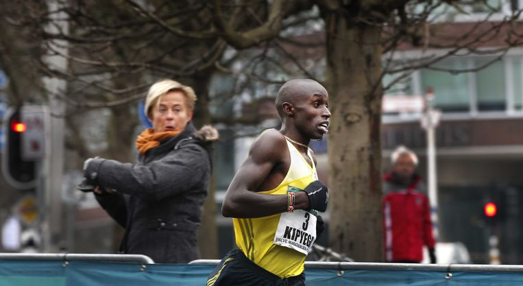 2013-03-10 DEN HAAG - Edwin Kipyego tijdens de City Pier City loop. De Keniaanse atleet won de race. ANP CATRINUS VAN DER VEEN. Beeld ANP