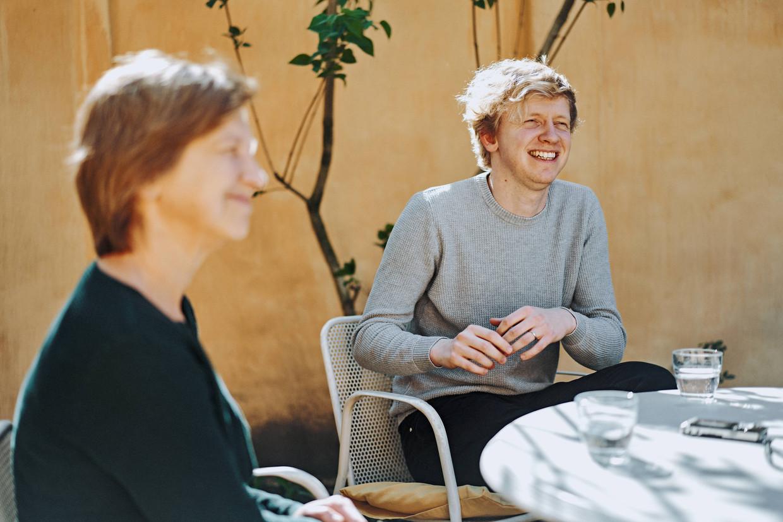 Lieve Seuntjens en Ben Van Duppen koesteren de tijd die ze met Dirk hadden. Ben: 'Die laatste zeven maanden voerde ik diepe gesprekken met papa.'  Beeld Thomas Sweertvaegher