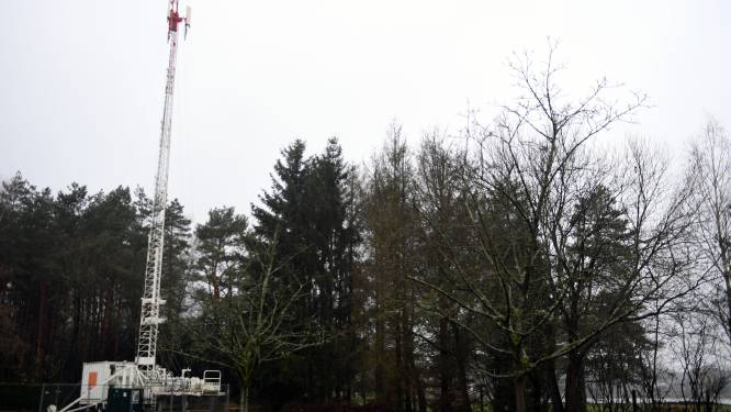 """Vaak bediscussieerde telefoonmast afgebroken om dienst te doen in rampgebied: """"Tijdelijk slechte of geen mobiele ontvangst"""""""