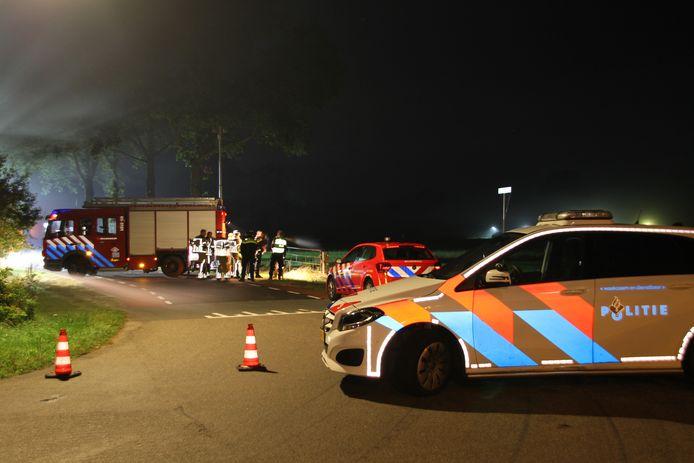 Hulpdiensten bij het dodelijk ongeval in Wierden.