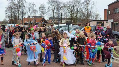 Leerlingen starten vakantie met carnavalsoptocht door de straten