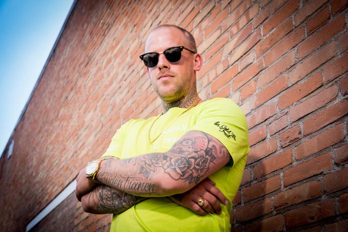 Rapper Tim Kimman, beter bekend onder zijn artiestennaam Jebroer.