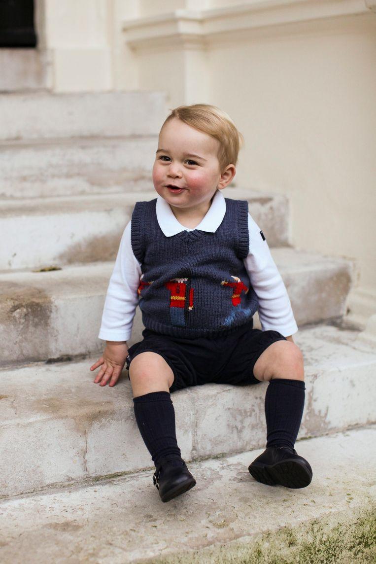Een guitige prins George in zijn kersttrui. Beeld EPA