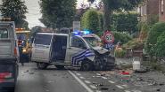 VIDEO. Politiecombi knalt op wagen tijdens inhaalmanoeuvre op Staatsbaan: twee inspecteurs en buurtbewoner gewond