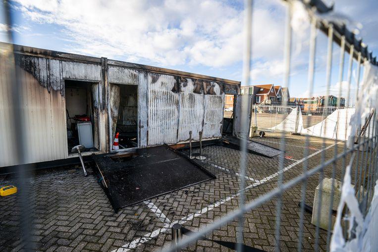 Brandschade bij de coronateststraat van de GGD op het haventerrein, waar in januari tientallen jongeren losgingen.  Beeld ANP