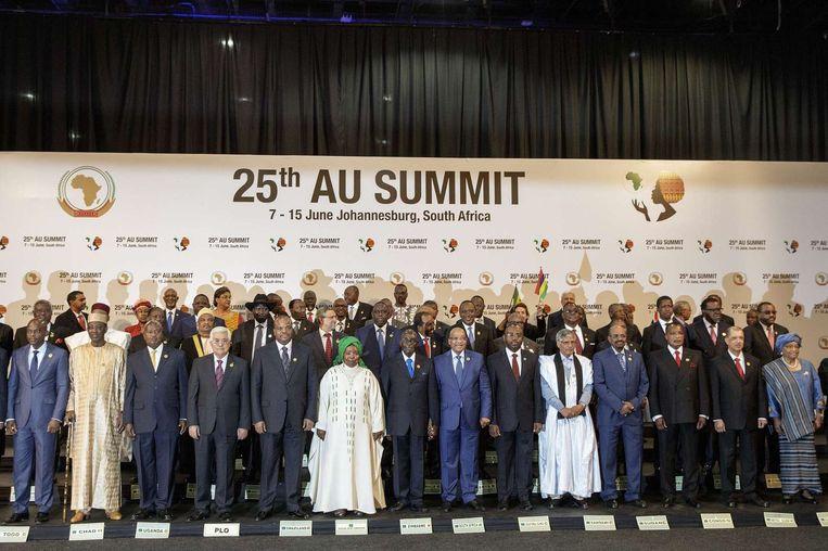 Groepsfoto van de staatshoofden die bijeen zijn gekomen voor de 25ste top van de Afrikaanse Unie. Beeld afp