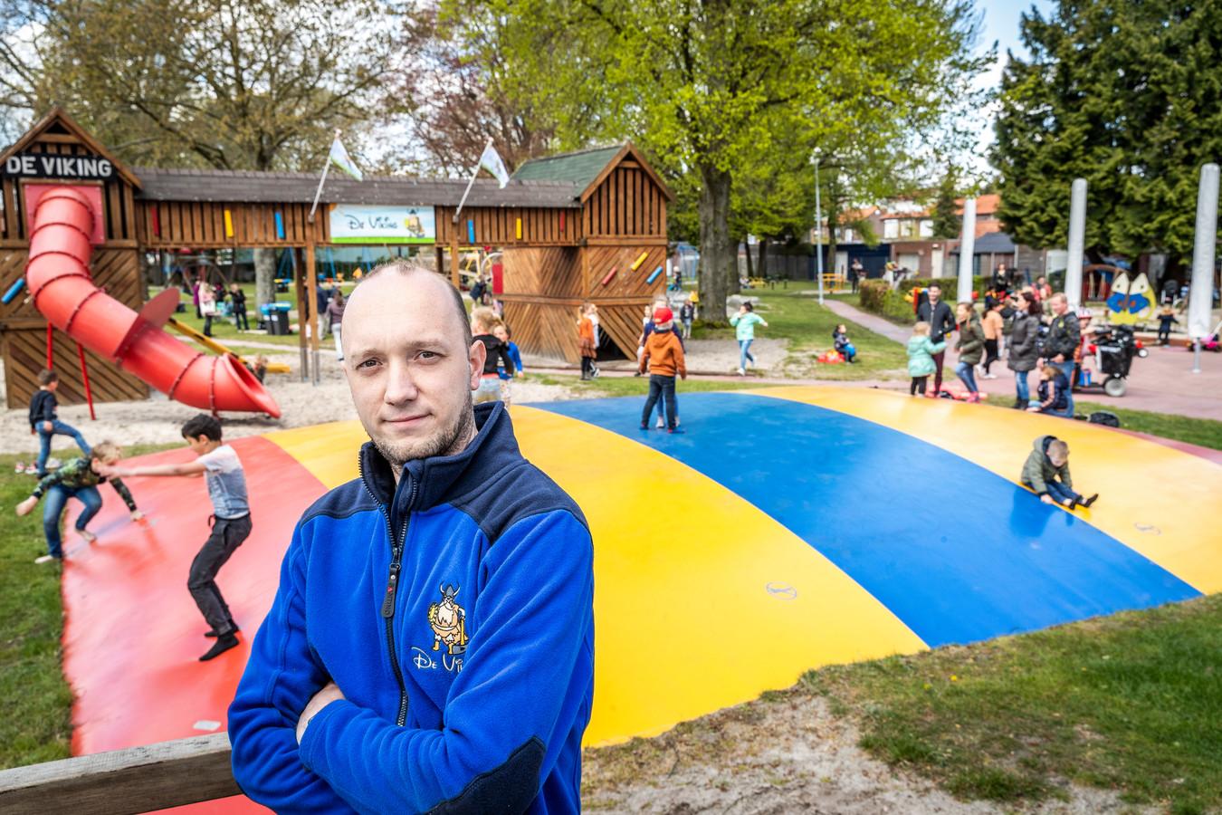 Voorzitter Michael van der Linden van de heropende speeltuin De Viking in Braakhuizen-Zuid.