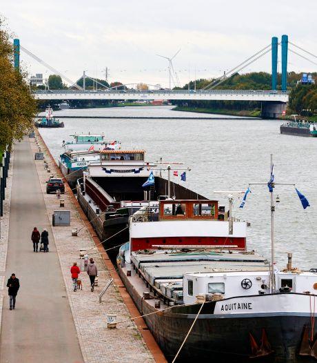 Inbraken en te hard varen; binnenvaartschippers slaan alarm over veiligheid aanlegplaats Utrecht
