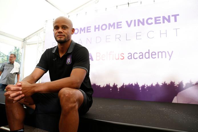 """Vincent Kompany a été officiellement présenté à la presse en tant que manager-joueur d'Anderlecht ce mardi. Serein et détendu, il assure être """"extrêmement fier"""" d'être de retour même s'il a choisi """"l'option la plus difficile"""" qui s'offrait à lui."""