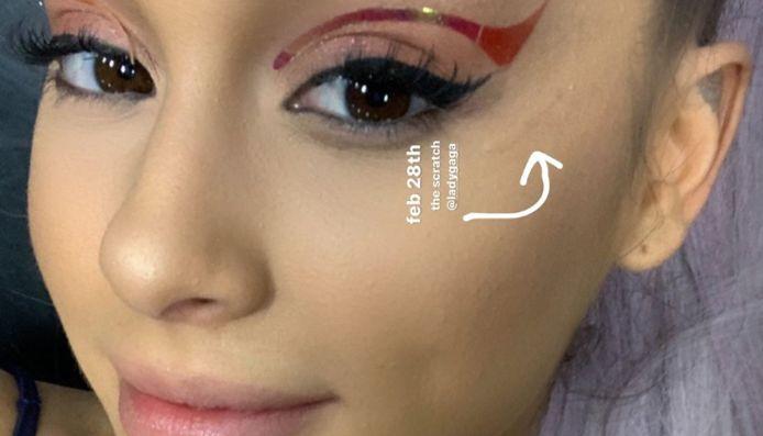 Ariana en de kras op haar gezicht.