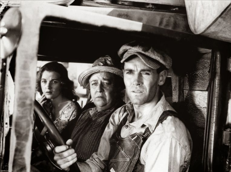 Dorris Bowdon, Jane Darwell en Henry Fonda in The Grapes of Wrath van John Ford. Beeld