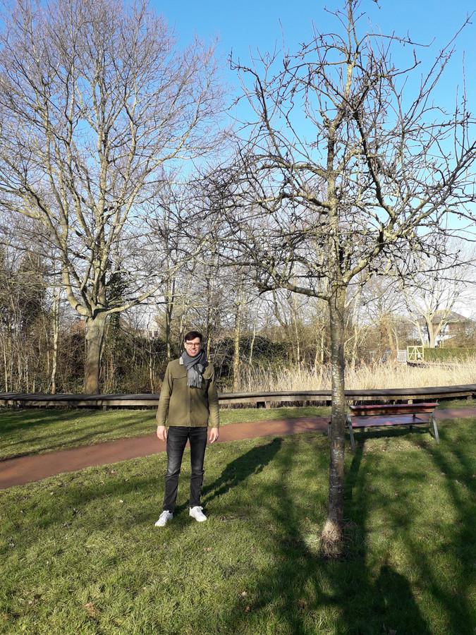 Bruce Verburgh is de initiatiefnemer van de wedstrijd om de mooiste boom van Bredene te kiezen.