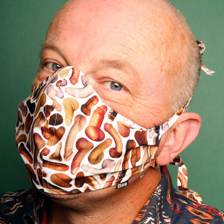 Het 'Penis print face mask' van Bas Kosters. Beeld Studio V