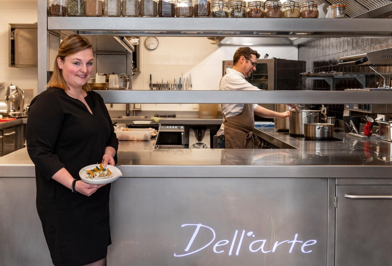 Eigenaren Julie Verbiest  en Robbert Dellaert in de keuken.