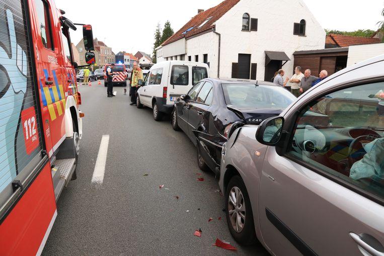 Bij het ongeval raakten vier wagens betrokken.