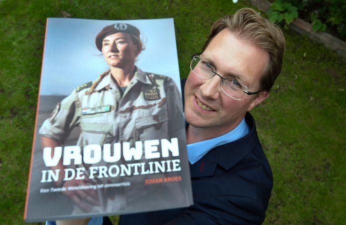 Heteren Johan Kroes schrijver van het boek vrouwen aan de frontlinie. Foto William Hoogteyling