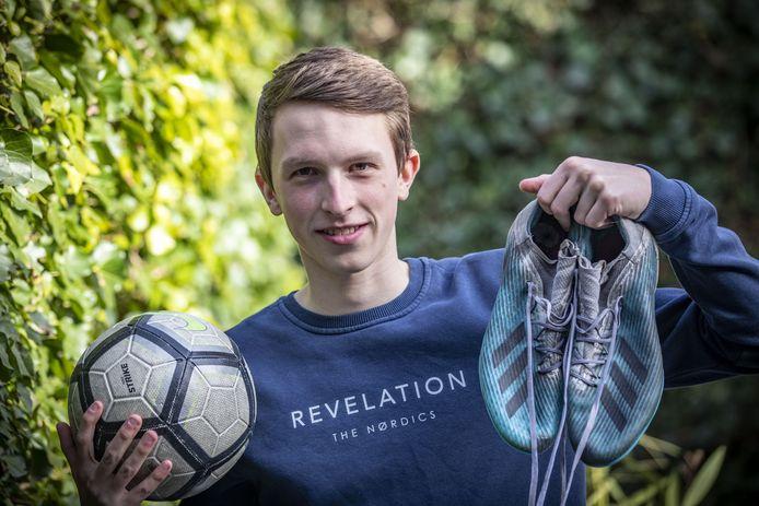 Guus Wolters, jonge voetballer van Quick'20, gaat voetbal en studie combineren in de Verenigde Staten.