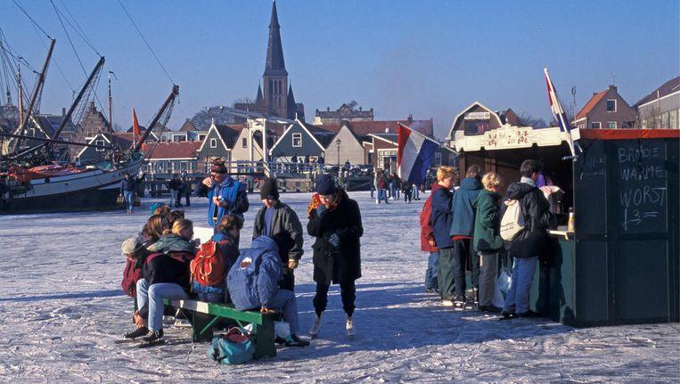 Koek-en-zopie bij de haven van Monnickendam, januari 2013 Beeld Frans Lemmens/Hollandse Hoogte