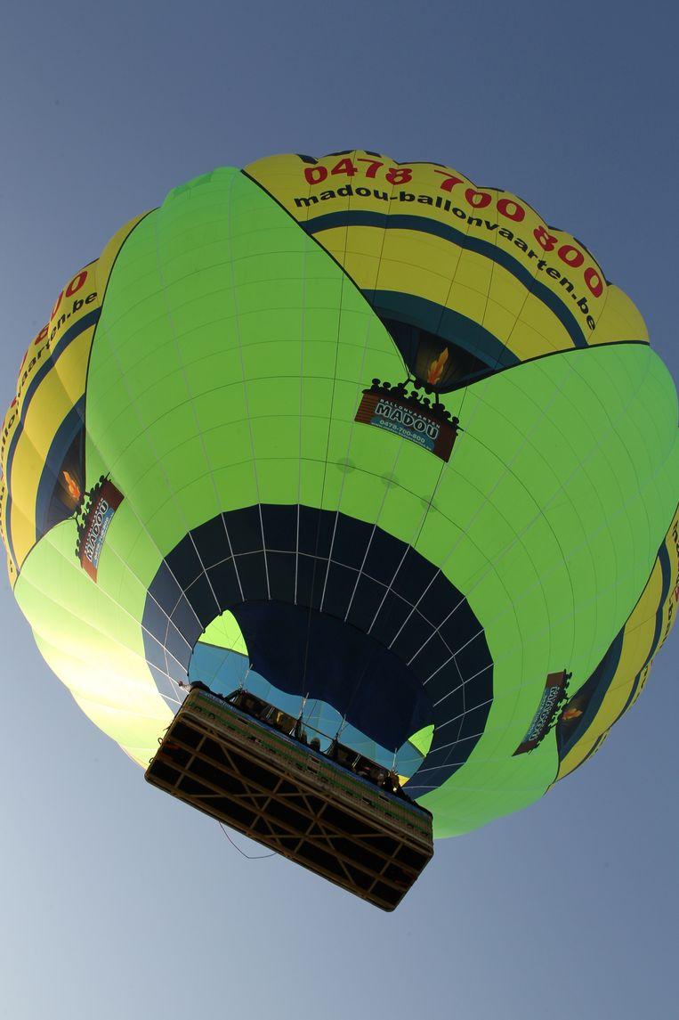 De grootste luchtballon van België heeft een mand voor meer dan 28 personen.