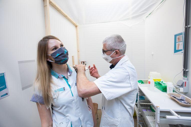 vaccinaties in ZOL Genk Beeld Mine Dalemans