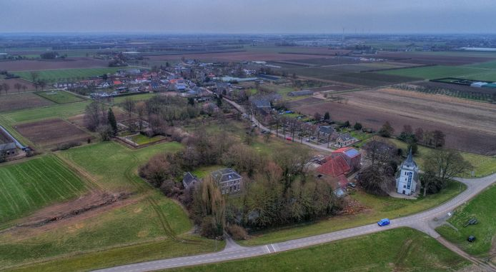 Het Betuwse dorp Slijk-Ewijk gezien vanuit het zuiden.