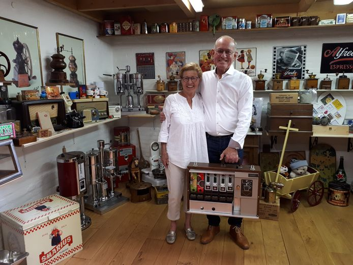 Ton en Lia van Belkom in hun museum in Tilburg. Foto Janneke Hobo