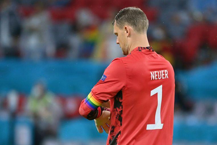 De Duitse doelman Manuel Neuer was één van de aanvoerders die met een regenboogband speelden. Beeld Reporters / DPA