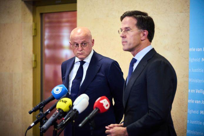 Demissionair premier Mark Rutte en demissionair minister Ferd Grapperhaus (Justitie) staan de pers te woord over het nieuws dat misdaadverslaggever Peter R. De Vries is neergeschoten.