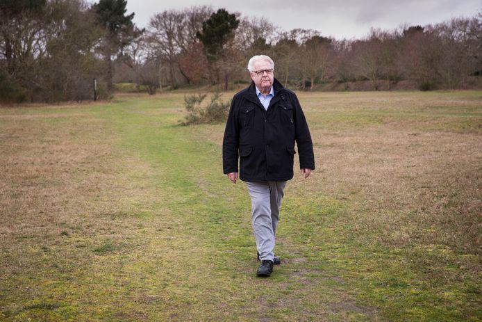 Hans Klijn strijdt voor het behoud van kerkenpaden in Ouddorp. Het doet hem pijn dat zijn organisatie Natuurlijk Ouddorp de strijd om het Klarenbeeksepad heeft verloren. Maar er is ook winst, vertelt hij.