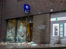 Quatre suspects des émeutes à Schaerbeek placés sous surveillance électronique