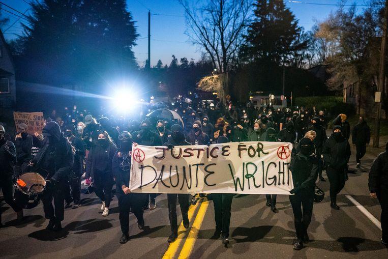 Een demonstratie tegen politiegeweld in Minneapolis, na de dood van Daunte Wright. Beeld Getty Images