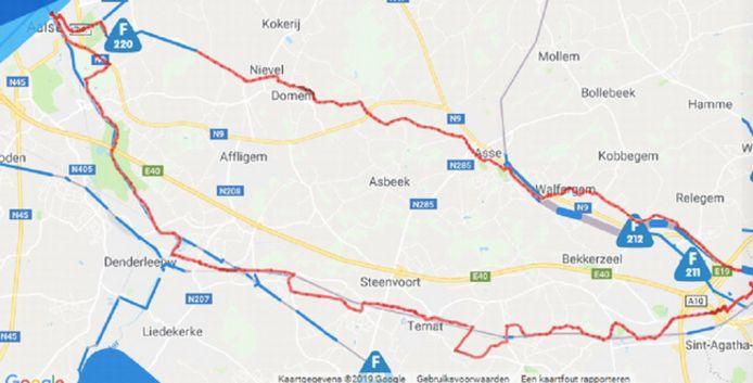 Blauw: aangelegd en afgewerkt – grijs: voorziene route – rood: geplande fietsroute, deels wensroute.