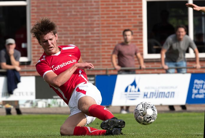 AZSV-invaller Thijmen te Kolste komt niet goed uit en mist dé kans op 2-2.