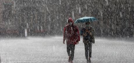 """Un mois très chaud et humide derrière nous avec deux tornades dévastatrices: """"Le temps estival n'arrivera pas avant la mi-juillet"""""""