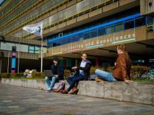 TU-studenten geven bijles en examentraining aan bovenbouwleerlingen van havo en vwo