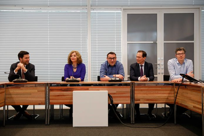 Formateur Edith Schippers met de partijleiders (vlnr) Robert van Asten (D66), Richard de Mos, Boudewijn Revis (VVD) en Arjen Kapteijns (GL).