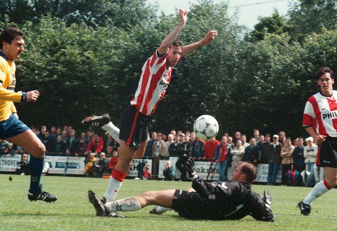 Hoog bezoek in 1998 voor Audacia: PSV kwam met spits Ruud van Nistelrooij voor een oefenpotje naar Moergestel.