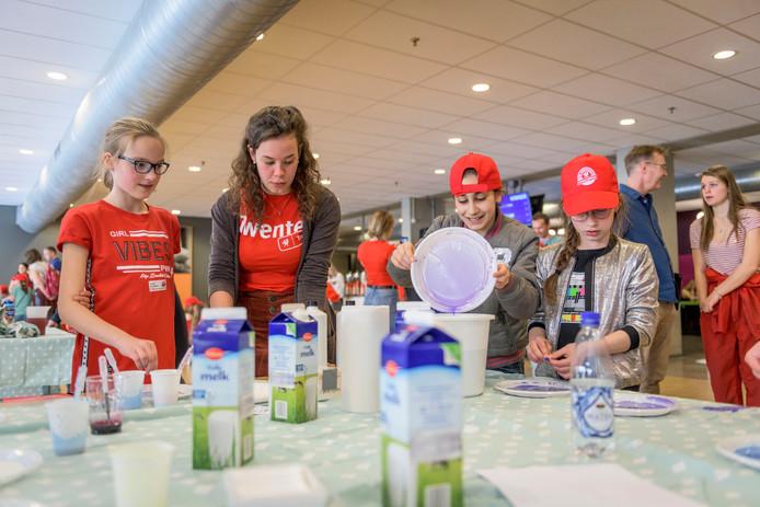 Leerlingen van de basisscholen presenteren hun uitvindingen en ideeën om water te besparen