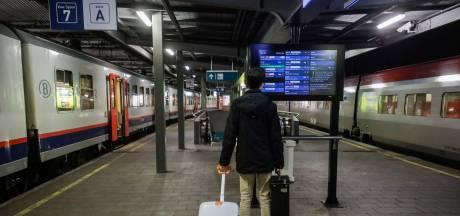 Grève nationale: plus d'un train sur deux circule, les réseaux TEC et STIB fortement perturbés