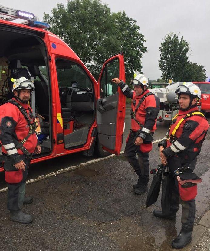 Een duikteam van Hulpverleningszone Zuid-Oost brandweerpost Wichelen levert bijstand bij de hevige wateroverlast in Wallonië.